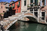 The only bridge in Venice without a railing.